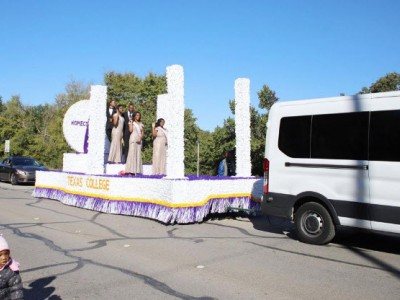 Miss Texas College and queens on float